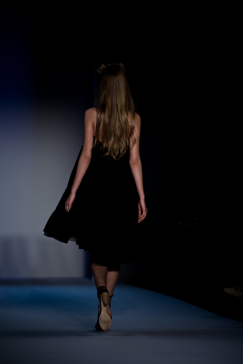 A Detacher Backstage & Runway