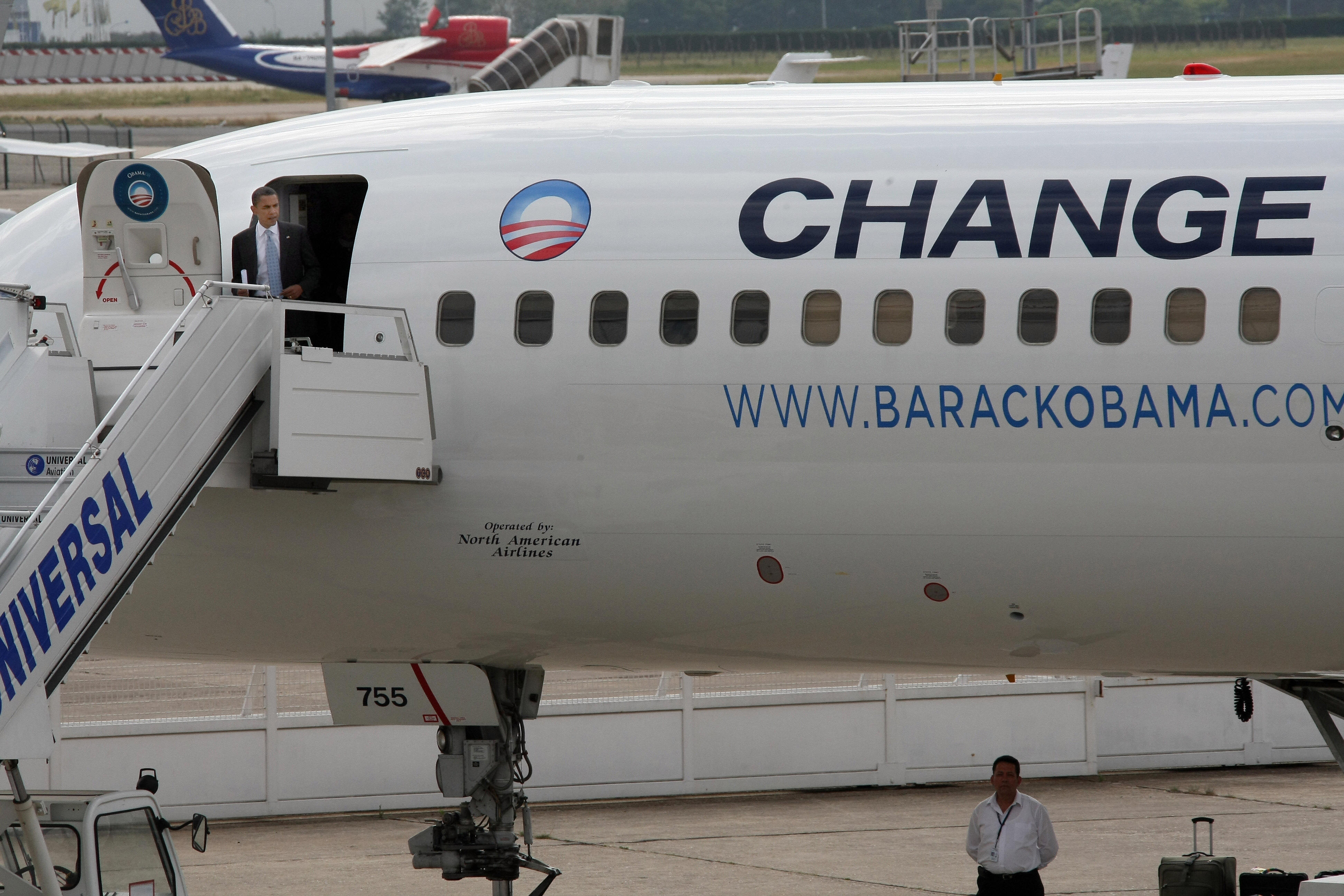 La Change! Barack arrives in France!