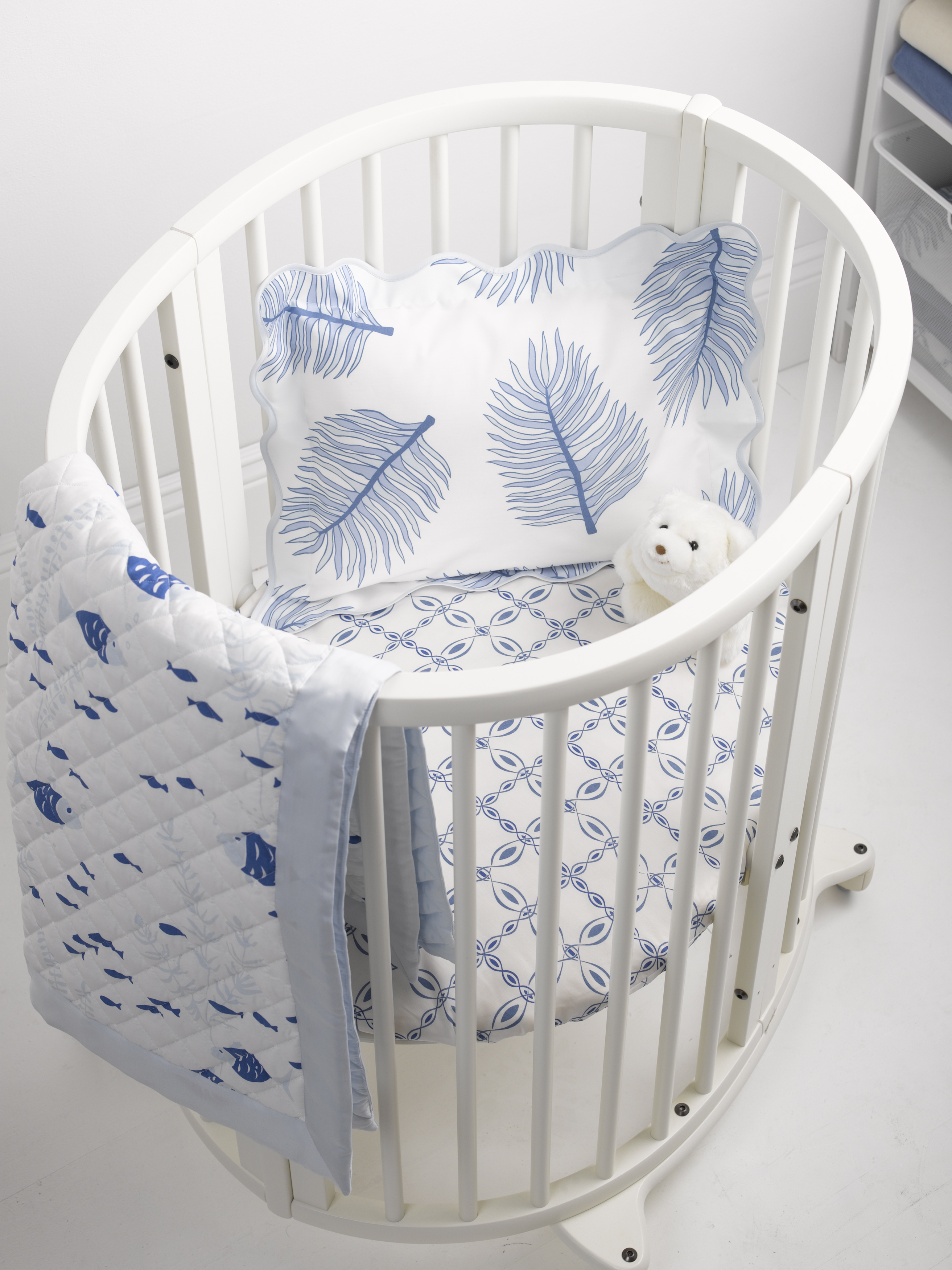 blue_mix_oval_crib