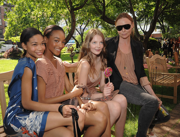 Lollipops, Picnic Blankets, and Minidresses Make the Rounds at Stella McCartney's Spring 2009 Presentation