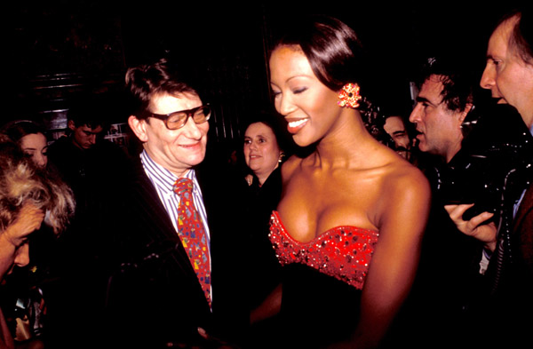 2000: Yves Saint Laurent and Naomi Campbell at the Miro Exhibition in Paris.