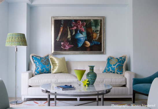Bright accents liven up the neutral sofa and walls.