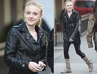 Photos of Dakota Fanning Signing Autographs For Twilight/New Moon Fans in Vancouver