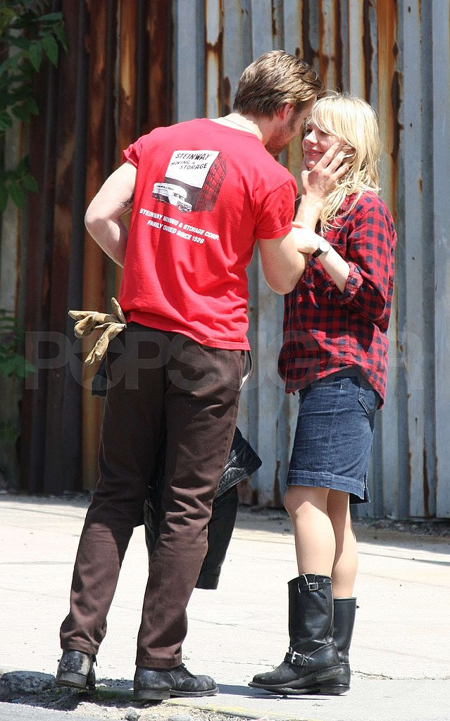 Ryan and Michelle Kissing on Blue Valentine Set