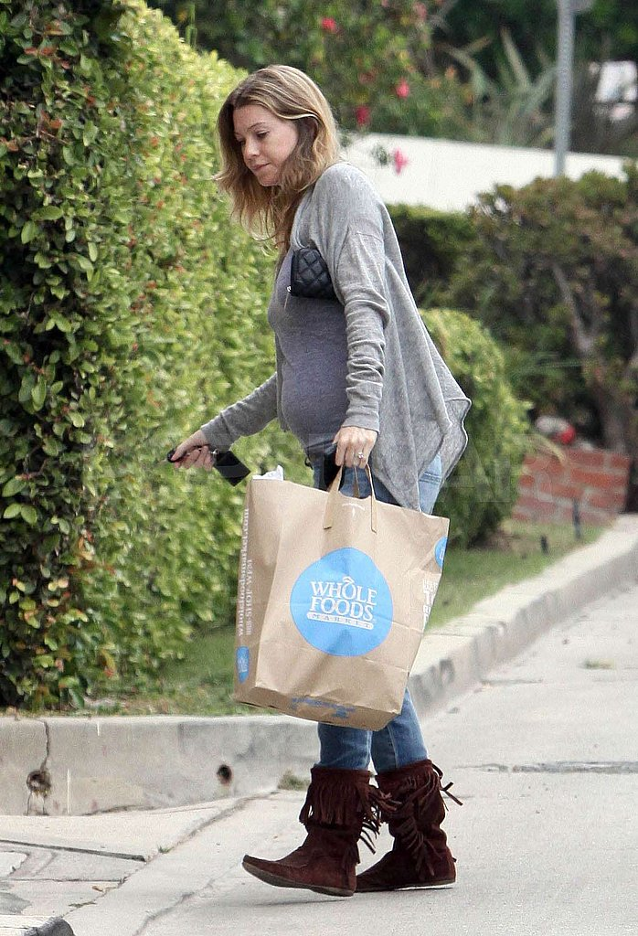 Ellen Shows off Her Bump, Dog