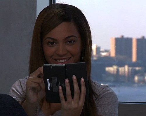 Beyonce Knowles Plays Rhythm Heaven On Her Nintendo DSi