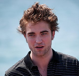 Video of Robert Pattinson Arriving and Posing at 2009 Cannes Film Festival