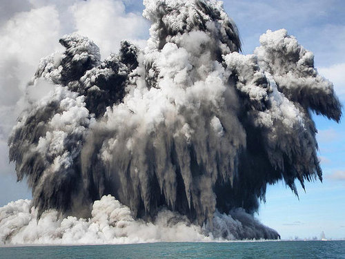 Week in Weird News: Underwater Volcano Blows Up the Sky
