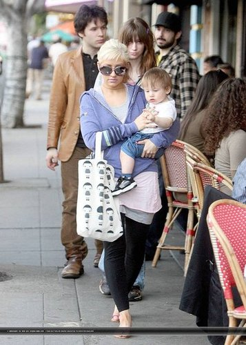 Christina Aguilera - Out and About with Family