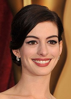 Anne Hathaway at 2009 Oscars: Photo of Hair and Makeup at the Academy Awards