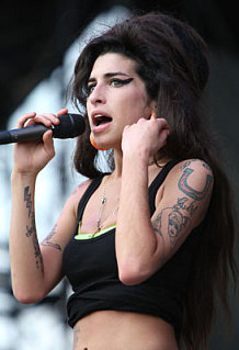 Sugar Bits - Amy Winehouse Gets Into Bloody Scuffle