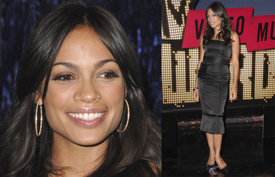 Rosario dawson s mermaid like dress has way too much going on a
