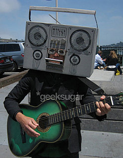 This Week On Geeksugar - Dually Talented Human Ghetto Blaster