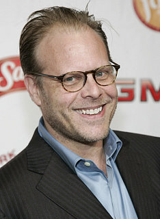Alton Brown Receives a Peabody Award