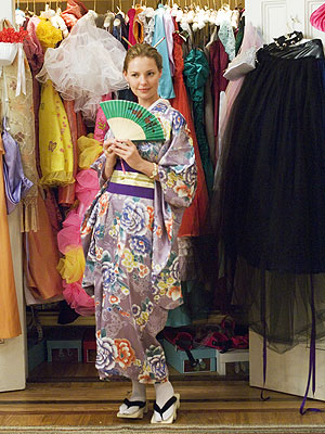 FANFARE Heigl wore a traditional kimono with sandals and special toe-socks at a Japanese wedding. Love her fan from N.Y.C. stor