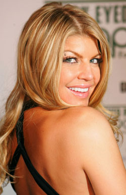 Fab Flash: Fergie Signs Handbag Deal with Kipling