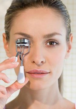 How To:  Using an Eyelash Curler