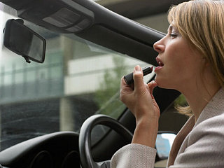 Do You Apply Makeup While Driving?