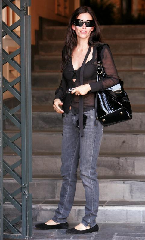 69736_Courteney_Cox_001_122_479lo