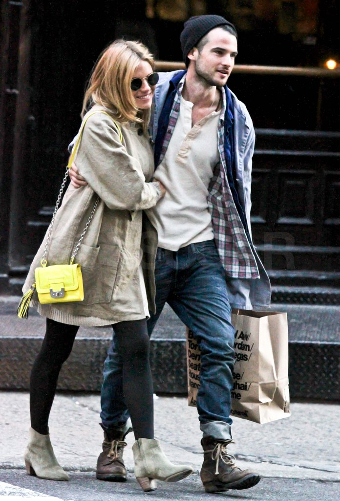 Confirmed! Sienna Miller and Tom Sturridge New Image of Burberry